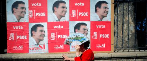 Foto de Directo:Los críticos con Sánchez, recibidos a grito de golpistas